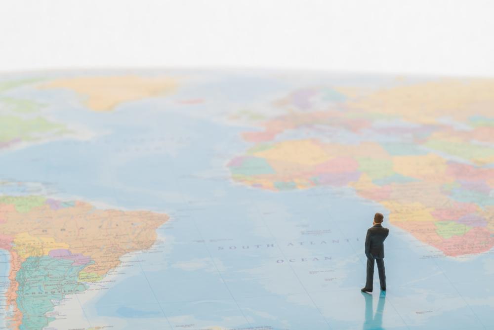 postac czlowieka na mapie swiata